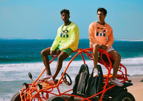 مانجو تطلق مجموعة أزياء رجالية مستوحاة من موضة التسعينيات